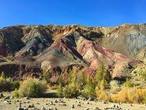 Marsbewoner rotsachtig landschap ter wereld Kyzyl-kin of van Altai Mars rode rotsenbergen altai Rusland stock fotografie
