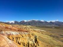 Marsbewonerlandschap ter wereld Kyzyl-kin rode rotsenbergen Altai Mars Rusland royalty-vrije stock foto's