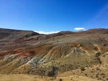 Marsbewonerlandschap ter wereld Kyzyl-kin of van Altai Mars rode rotsenbergen altai Rusland stock afbeeldingen