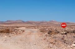 Marsbewonerlandschappen, een landweg met een toegangsverbod Royalty-vrije Stock Foto's