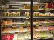 12 marsch 2017 Kuala Lumpur Frukter visar på shoppingmitten Fotografering för Bildbyråer