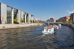 Marschallbruckebrug over Fuifrivier in Berlijn, Duitsland royalty-vrije stock afbeelding