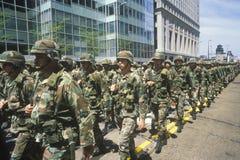 Marschera för soldater Arkivbild