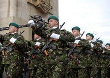 Marschera för soldater Arkivfoto