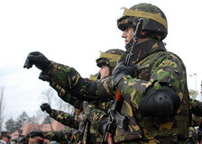Marschera för soldater Royaltyfri Foto
