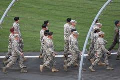 Marschera för soldater Arkivfoton