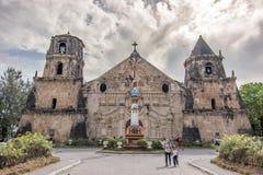 Marschera 11,2018 personer som vaknar runt om den Miagao kyrkan på den Iloilo staden royaltyfria foton