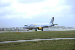 Marschera 27th 2015, den Amsterdam Schiphol flygplatsen EC-KMI Vueling Airb Arkivfoto