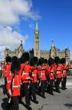 marschera vänd royaltyfri bild