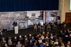 Marschera vicepresidentet för ` 68 av rådet av ministrar, ministern av vetenskap och högre utbildning - Jaroslaw Gowin Arkivbild