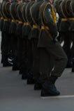 Marschierende Soldaten stockfotos
