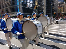Marschmusikband, handelsresande i en ståta i New York City, NYC, NY, USA Fotografering för Bildbyråer