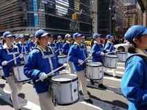 Marschmusikband, handelsresande i en ståta i New York City, NYC, NY, USA Royaltyfria Foton