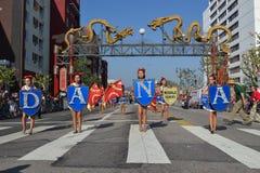 Marschmusikband under den 117. guld- Dragon Parade Fotografering för Bildbyråer