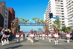 Marschmusikband under den 117. guld- Dragon Parade Arkivbilder