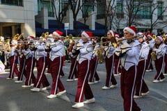 Marschmusikbandet på Harrisburg ferie 2015 ståtar Fotografering för Bildbyråer