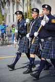Marschmusikbandet på Sts Patrick dag ståtar Royaltyfri Foto