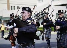 Marschmusikbandet på dagen för St. Patricks ståtar Arkivfoton