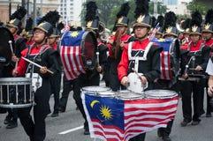 Marschmusikbandet under självständighetsdagen för Malaysia ` s ståtar Royaltyfri Bild