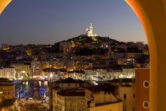 Marseille bij schemer Stock Afbeeldingen