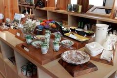 MARSEILLE, FRANCE - VERS EN JUILLET 2014 : Vaisselle de souvenir de vente dans a Images stock
