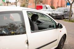 MARSEILLE, FRANCJA/- 03 20 2017 Samochodowego szkła jest brocken Fotografia Stock