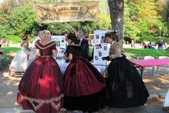 MARSEILLE, FRANKRIJK - AUGUSTUS 26: De oude dansen van organisatorenavonden binnen stock fotografie