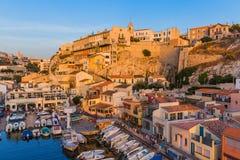 Marseille Frankrike - Augusti 03, 2017: Fiskebåtar i hamnen Val Arkivfoto