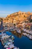Marseille Frankrike - Augusti 03, 2017: Fiskebåtar i hamnen Val Fotografering för Bildbyråer