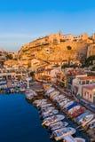 Marseille Frankrike - Augusti 03, 2017: Fiskebåtar i hamnen Val Arkivbilder