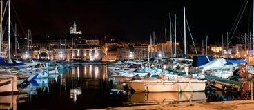 Marseille Frankrike panorama på natten, hamnen Arkivbild