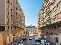 Marseille gammal port med kyrkan Fotografering för Bildbyråer