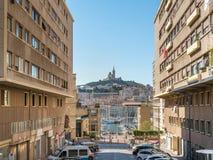 Marseille gammal port med kyrkan Royaltyfria Foton