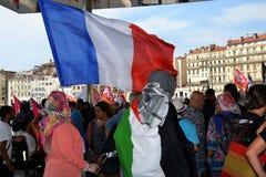 Marselha, França - 9 de agosto de 2014: Recolhimento do protestador durante a demonstraçãode à Imagem de Stock