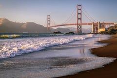 Marshall Beach Waves Golden gate bridge arkivbilder