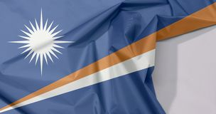 Marshall Islands-Gewebeflaggenkrepp und -falte mit Leerraum stockbilder