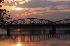 Marshall Jozef Pilsudski Bridge (1934) inTorun, Polen Arkivbilder