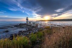 Marshall Point Lighthouse Sunset och Shoreline arkivbilder