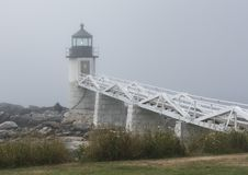 Marshall Point Lighthouse un matin brumeux Photos libres de droits