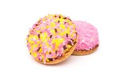 Marshmallow τα μπισκότα με τη ζωηρόχρωμη ζάχαρη ψεκάζουν Στοκ Φωτογραφία