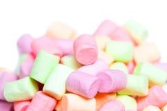 Marshmallow branco e cor-de-rosa isolado sobre no fundo branco hug Imagens de Stock Royalty Free