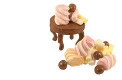 Marshmallow colorido na tabela isolada Fotografia de Stock
