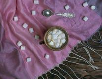 Marshmallow no copo de café fotografia de stock royalty free