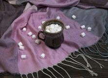 Marshmallow no copo de café fotos de stock royalty free