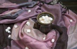 Marshmallow no copo de café fotos de stock