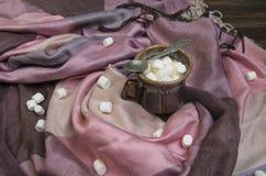 Marshmallow no copo de café foto de stock royalty free