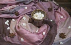 Marshmallow no copo de café imagem de stock