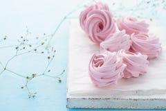Marshmallow ou zéfiro para a sobremesa Conceito do dia do ` s do Valentim imagens de stock