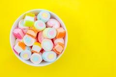 Marshmallow w filiżance zdjęcie royalty free