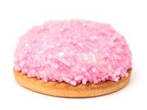 Marshmallowkaka med rosa Sugar Sprinkles Arkivfoto